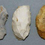 Racloirs de type limace, Silex, Paléolithique moyen (moustérien), Saint Martin-sous-Montaigu (S.-et-L.). © musée Denon