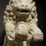 Lion terrassant un gladiateur, Pierre, H. 110 cm ; L.140 cm ; l. 53 cm, Ier-IIe siècle, Chalon-sur-Saône, rue Philibert Guide. © musée Denon