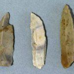 Couteaux à dos, type chatelperron, Silex, Paléolithique supérieur (aurignacien), Mellecey (S.-et-L.), hameau de Germolles, grotte de la Verpillère. © musée Denon