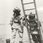 Scaphandrier s'apprêtant à plonger en Saône, Vers 1950, Photo collection R. Liteau