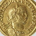 Auréus (monnaie), Or, Entre 284 et 305, Saint Rémy, domaine gallo-romain de la Vigne de Saule. © musée Denon