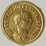 Auréus (monnaie), Or, Entre 284 et 305, Saint Rémy, domaine gallo-romain de la Vigne de Saule.