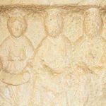 Stèle représentant une triade de déesses-mères, Pierre calcaire, 1er-2e siècle, Saint-Boil (S.-et-L.), carrière gallo-romaine. © musée Denon