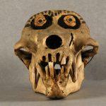 Nsiki bumba, Crâne de singe décoré, Congo, première moitié du XIXe siècle. © musée Denon / Philip Bernard
