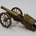 2011-0-100-canon-jouet