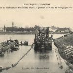 Opération de renflouement d'un bateau coulé à la jonction du Canal de Bourgogne avec la Saône, L. Amiot, éd. St-Jean-de-Losne, vers 1950. © archives départementales de Saône-et-Loire
