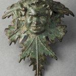Gaule romaine, Ier/IIe s., Applique de vase ornée d'une tête de faune, alliage cuivreux, Chalon-sur-Saône musée Denon. © musée Denon / Photographie : Philip Bernard